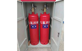 Cabinet-type heptafluoropropane gas fire extinguishing device